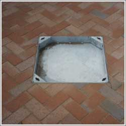 Installing a block paving manhole cover