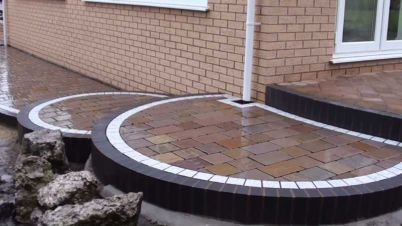 The Fairstone Driveway setts cut and placed in position and the Eclipse granite cut to shape and bedded prior to pointing using Marshalls Weatherpoint 365