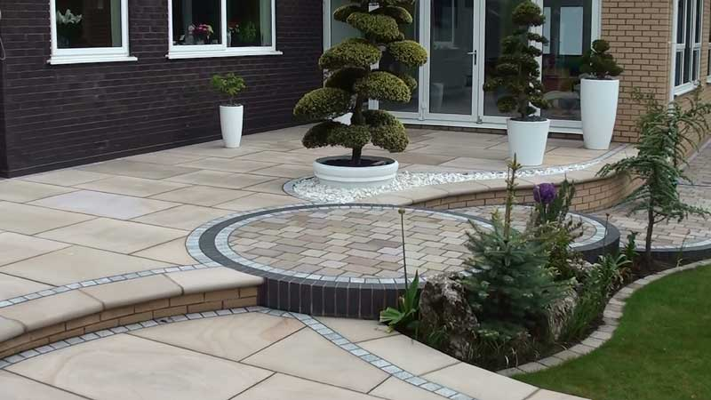 The Fairstone king size garden patio paving is now completed