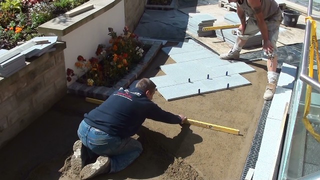 Laying the Marshalls Eclipse granite in a random laying pattern with 4mm - 5mm joints