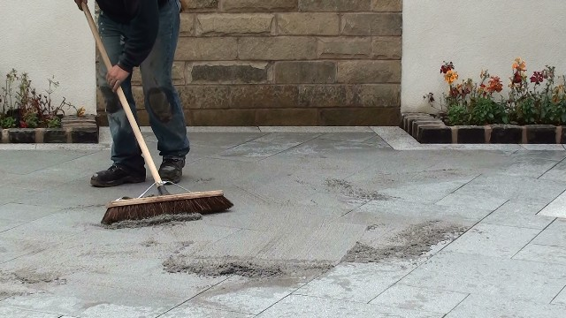 Brush the GFTK vdw 840 plus into the patio paving joints