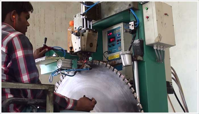 They have their own machinery maintenance department as well as their own in house diamond tipping and blade tensioning machines. The blade tensioning is a critical part of achieving the dimensional tolerance of the finished stone