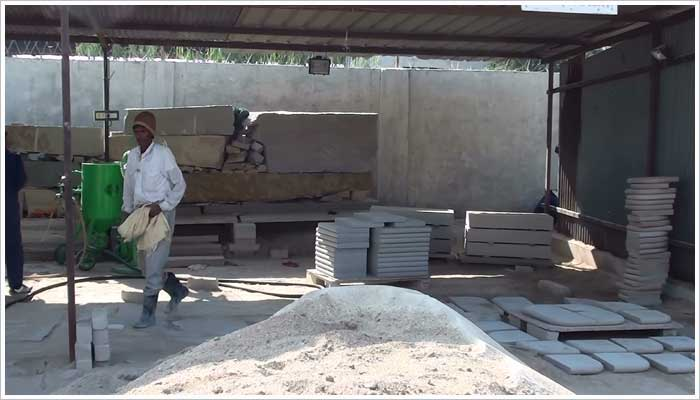 This uses a pressurised flow of sand to give a non- slip finish to the surface of the stone similar to shot blasting. This process is not used by Stoneshippers for Marshalls products anymore, I have shown the photo for illustration purposes only